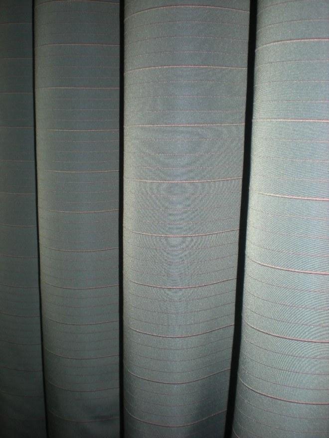Szürke-rózsaszín csíkos taft Sötétítő függöny - Abrosz 23a44b12d9